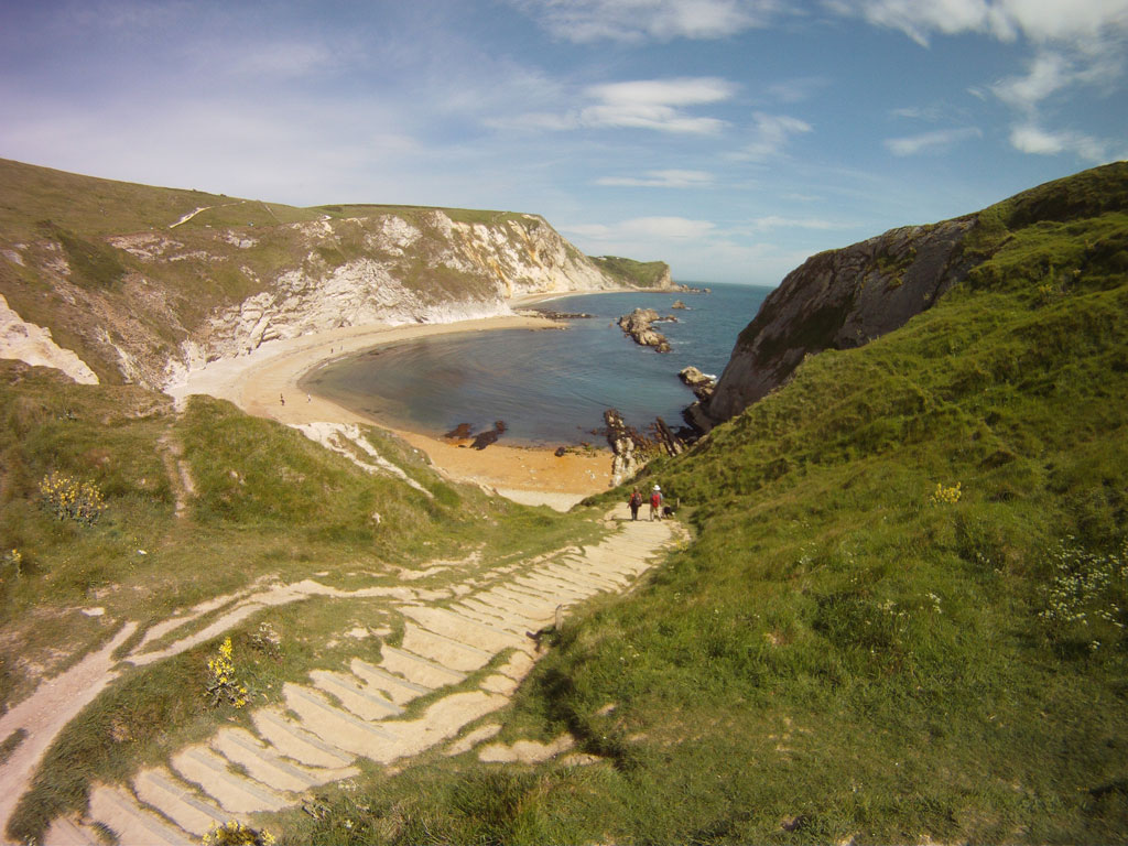 ove-shaped-beaches-perfect-for-swimming-snorkelling-sunbathing-alongside-Lulworth